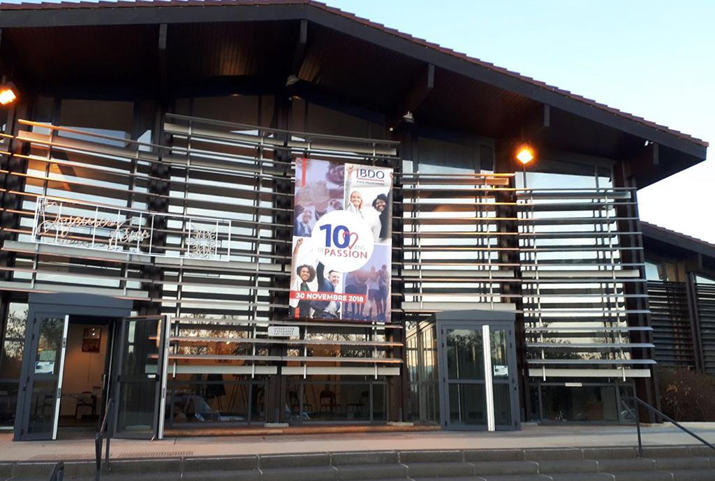 Photo extérieur salle de spectacle pour Expertise-Comptable BDO en Rhône-Alpes